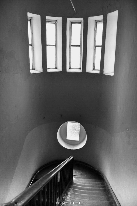Окна в башне