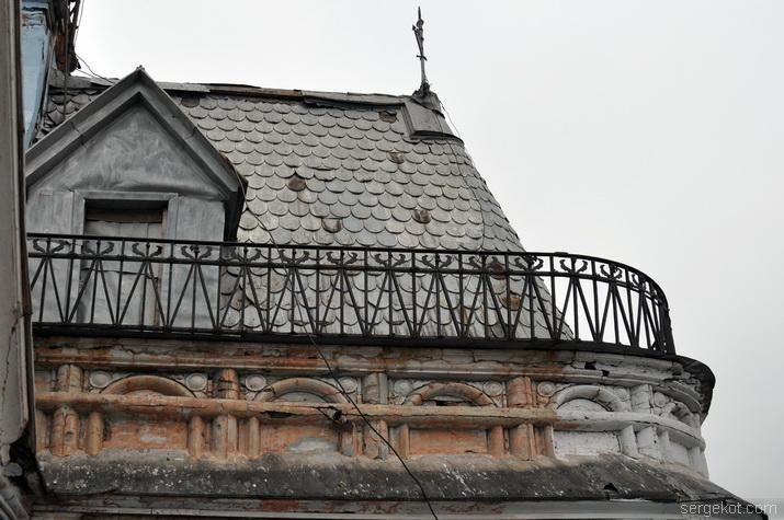 Крыша и ограда башни