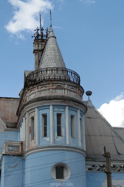 Башня дворца Курисов в Исаево