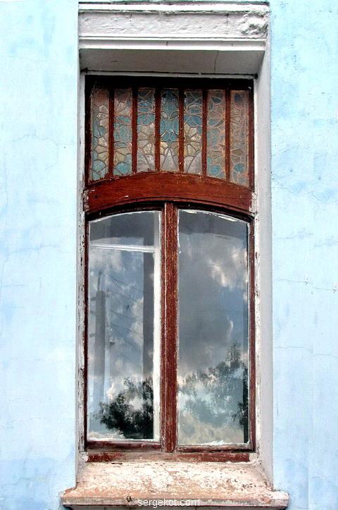 Боковое витражное окно