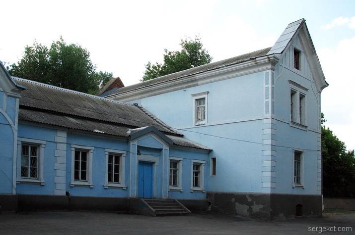 Вид на двухэтажное здание второго корпуса