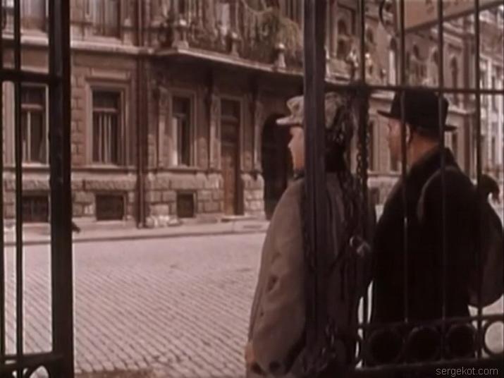 Кадры из фильма Поэт 1956 года. Екатериненская площадь..