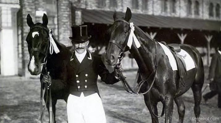 Dachowski с лошади Sodalis (в седле) и Zeppelin, конные соревнования на ипподроме в Варшаве на ул. Агрикола 1912