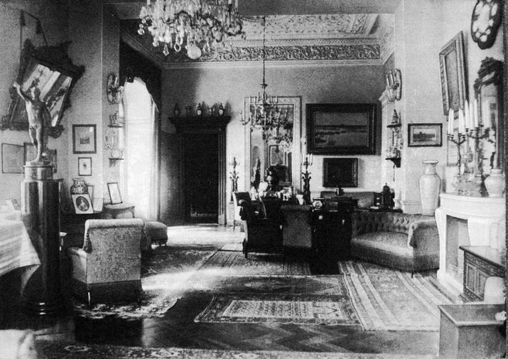 Интерьеры замка в Леськово. Фотография сделана до 1917 года.179 img607--