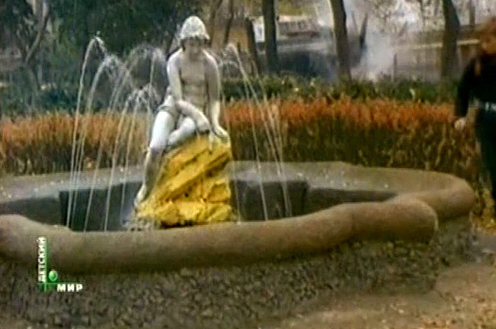 Фонтан на даче Демидовой Сан-Донато. кадр из фильма Время Икс. 1992 год.-