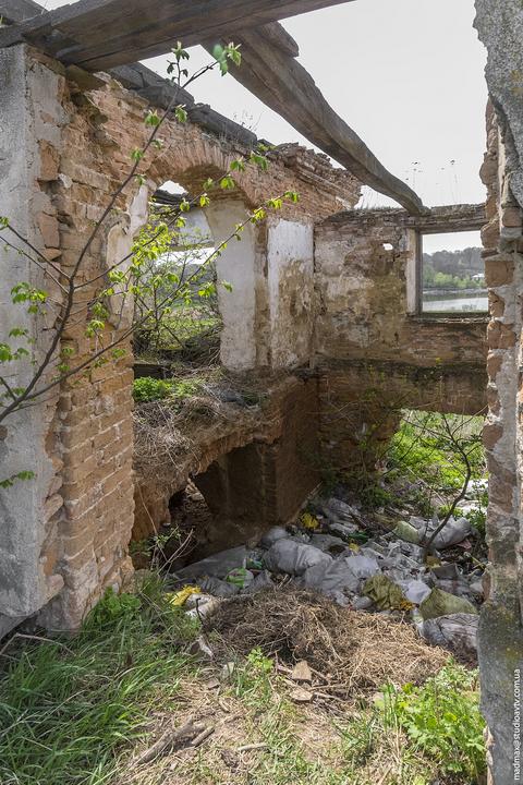 Андрушевка. Внутри развалин. 2015.
