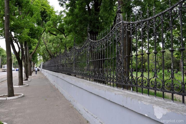 Французский бульвар, 48. Решетка ограды.4