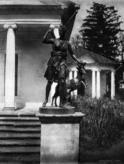 Александрия. Бальный зал. Центральный портик южного фасада и. статуя Артемиды с козленком. Примерно 1914 год.