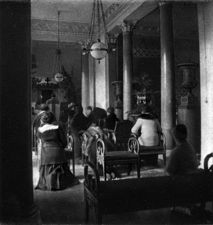 Александрия. Монарший павильон. Часовня в Колонном зале.
