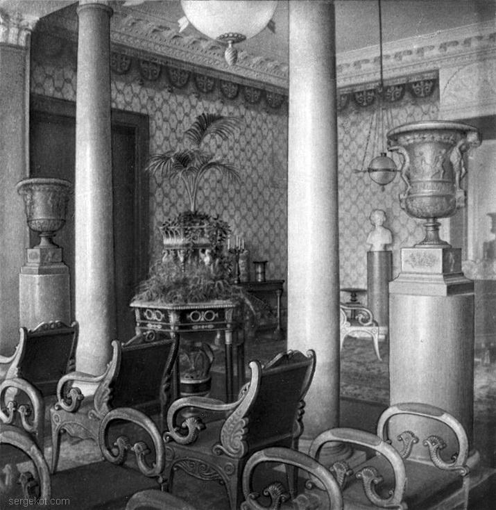 Александрия. Монарший павильон. Вид из Колнного зала на Ампирный.