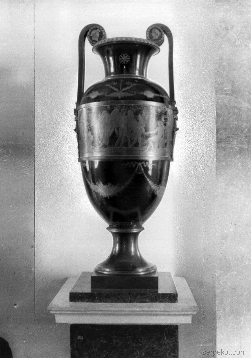 Александрияю Бальный зал. Помейские вазы.