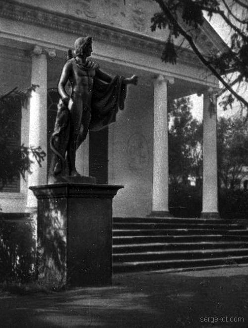 Александрия. Бальный зал. Статуя Аполлона Бельведерского