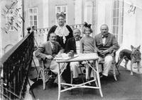 Мария-Роза-Радзивилл-с-сыновьями-и-внучкой-1927-Несвижский-замок-