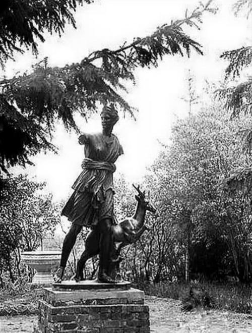 Александрия. Статуя  Артемиды в наше время.