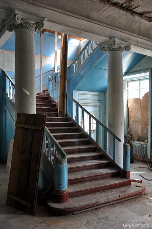 Тальное.-Усадьба-Шуваловых. Парадная лестница.