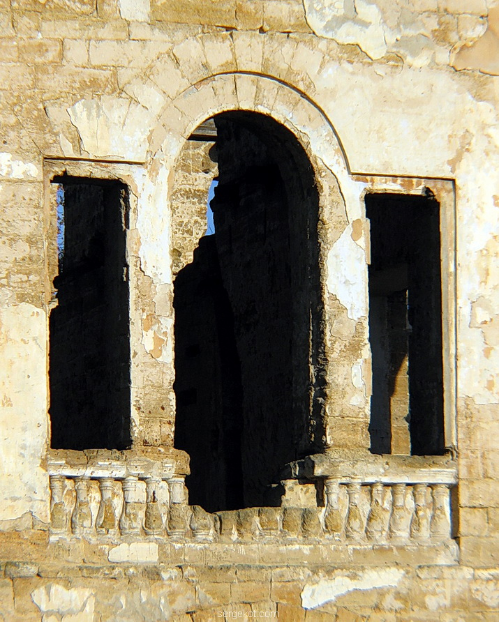 Васильевка. Венецианское окно